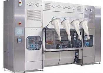 Linha de prensa robotizada
