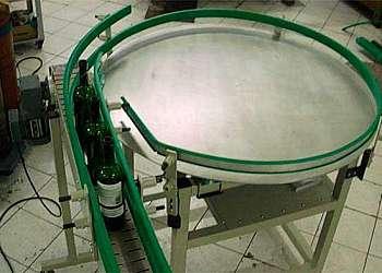 Mesa giratória de rolos acionados