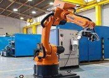 Célula robotizada de soldagem